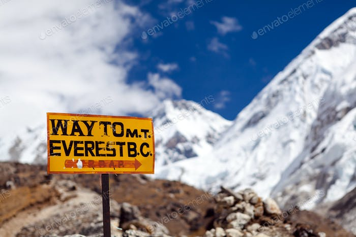 Mount Everest Signpost, Travel to Base Camp