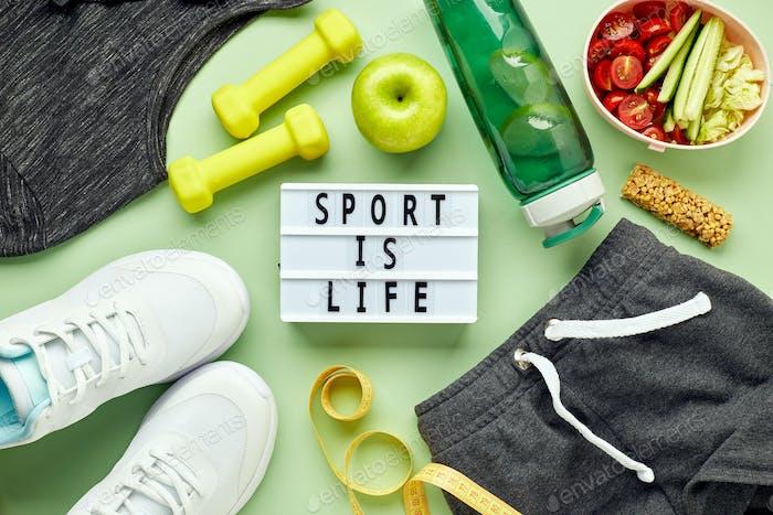 Kreative flache Auflage von Sport- und Fitnessgeräten.
