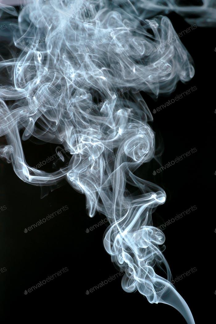 абстрактные формы, образованные свитками благовония дыма