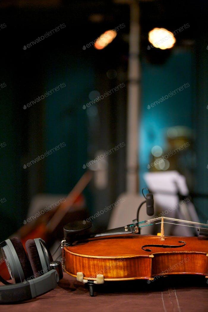 Violine im Musikstudio