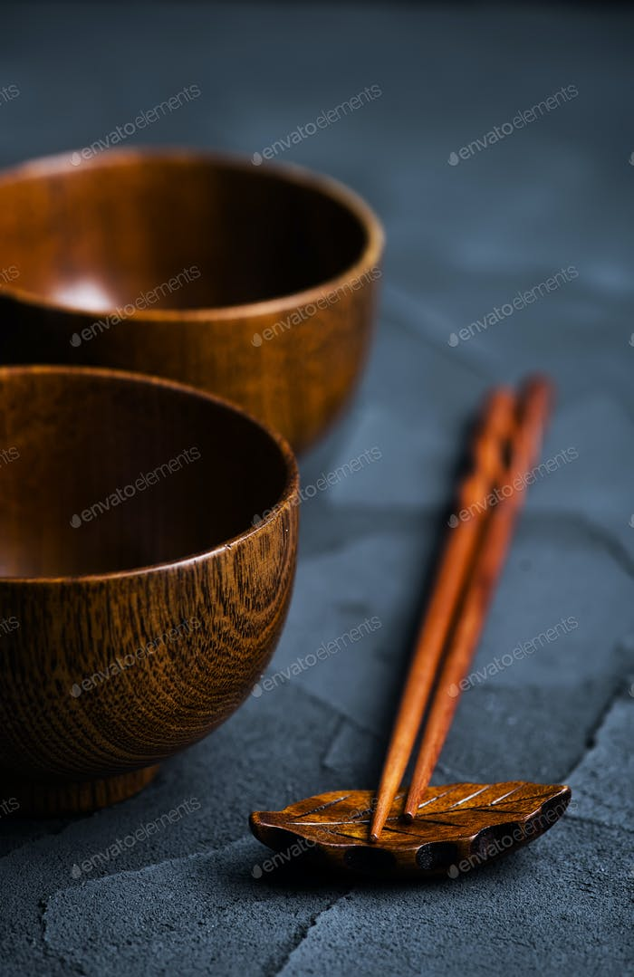 wood bowl with wooden chopsticks