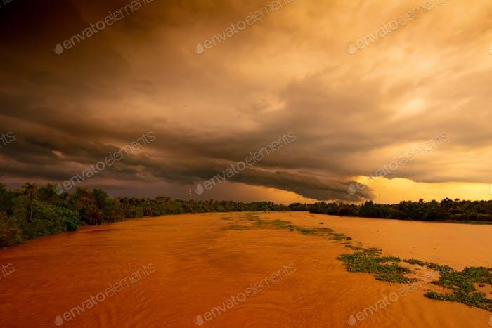 Puesta del sol del río Mekong