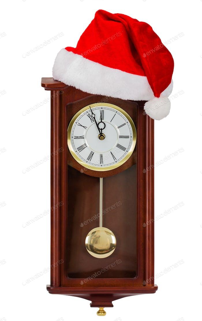 Reloj de pared y tapa de Santa Claus, aislado sobre Fondo blanco