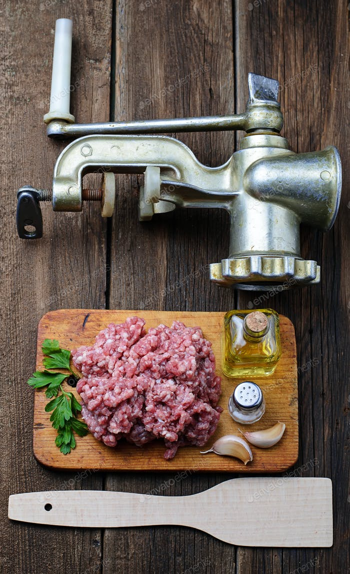 Raw minced meat with olive oil and garlic