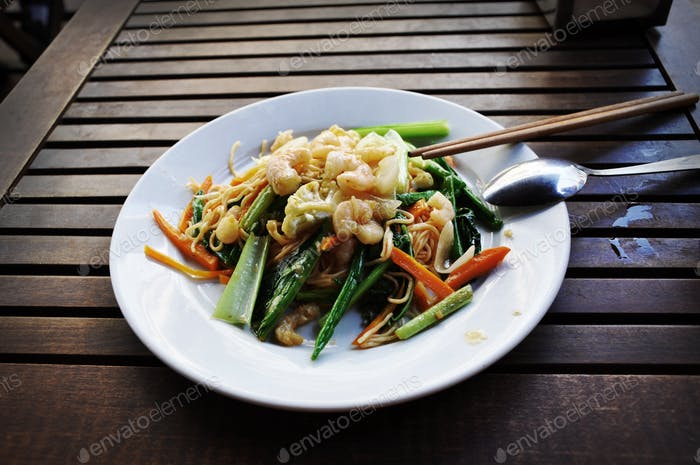 Rice noodle plate with fresh vegetables and shrimps