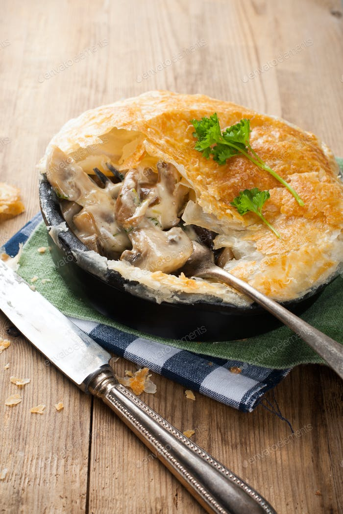 Stewed mushrooms under puff pastry.