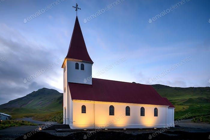 Iglesia Vik i Myrdal por la tarde, Europa, Islandia