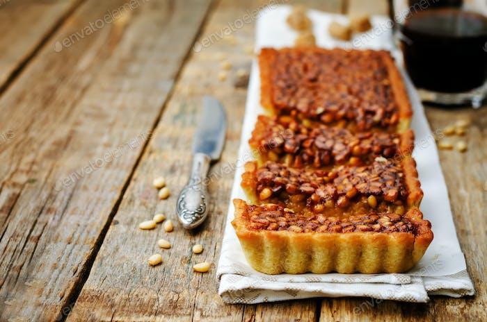 honey pine nuts tart
