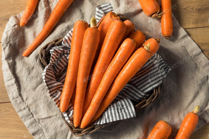 Raw Organic Orange Carrots
