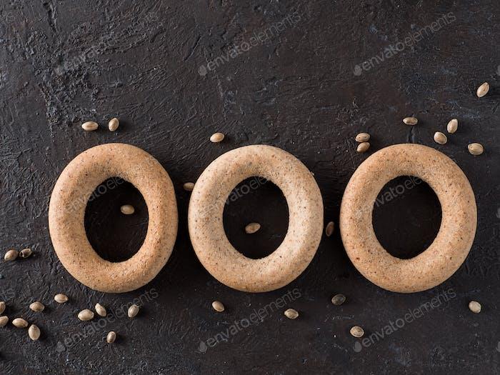 Ring-shaped cracknel with whole grain hemp flour