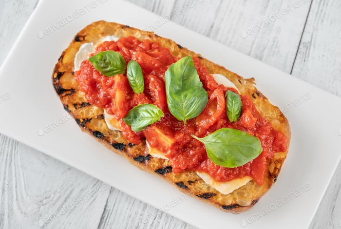 Grilled bread with mozzarella and tomatoes