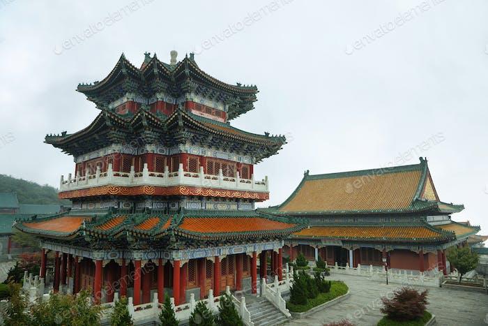 Buddhistischer Tempel im Nationalpark des Himmlischen Gebirges