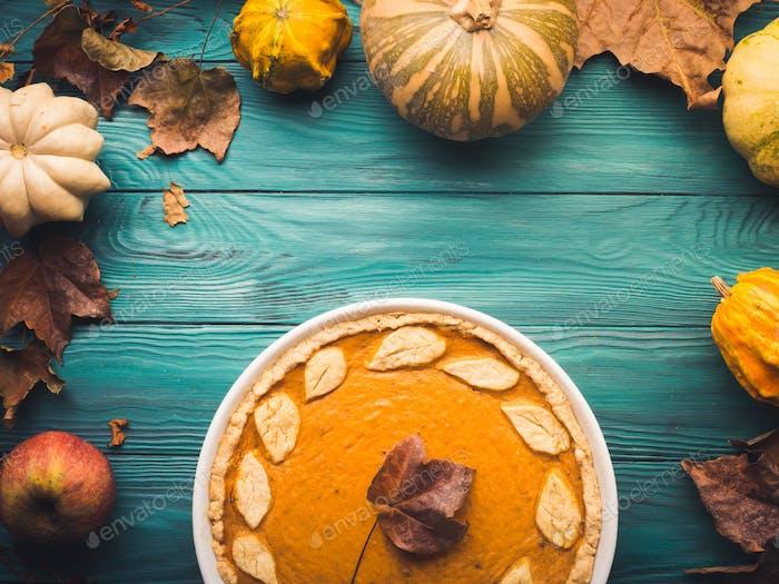 Green autumn background with pumpkin pie