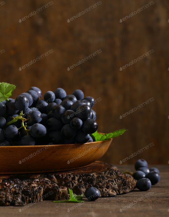 Black Ripe Organic Grapes