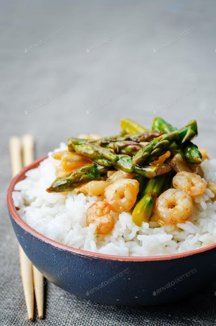 Spargel Garnelen rühren braten mit Reis