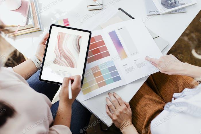 Diseñador con una tableta