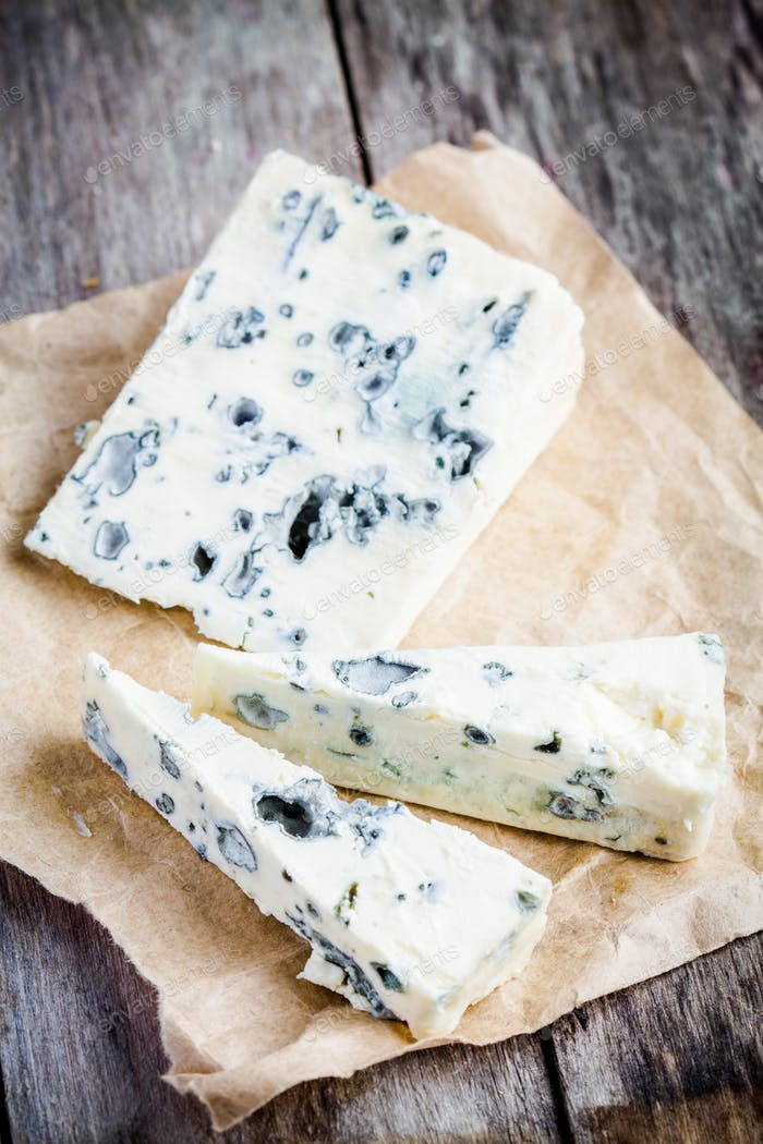 Blue cheese slices