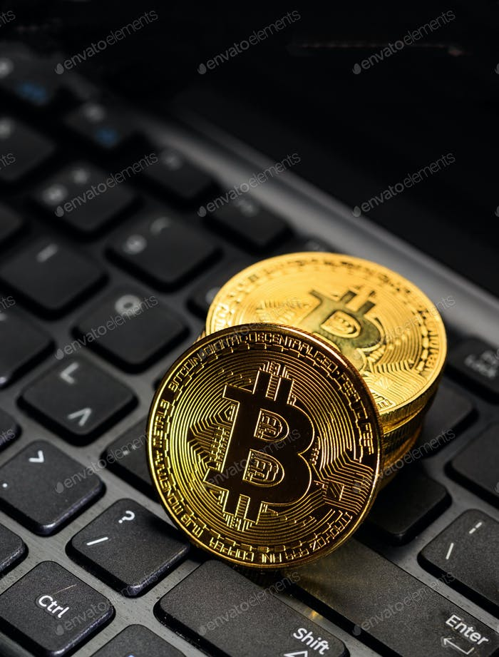 Bitcoin Kryptowährung Goldmünze auf Laptop. Blockchain-Technologie. 3D Illustration