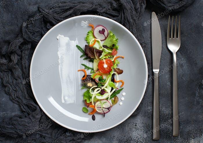 Grüner Salat mit Mikrogreens