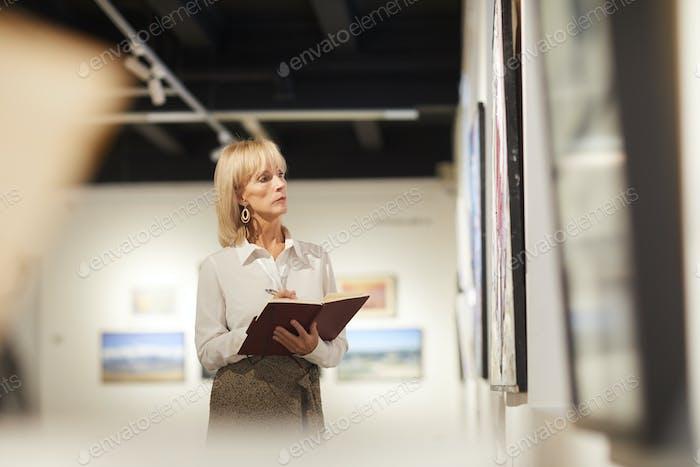 Art Gallery Manager bei der Arbeit