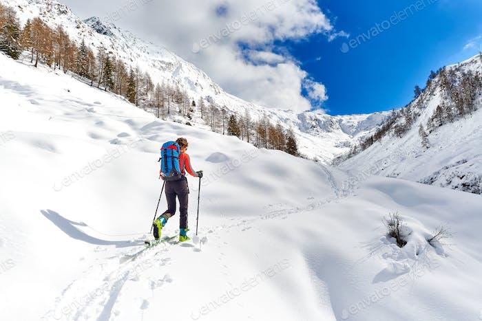 Girl makes ski mountaineering alone