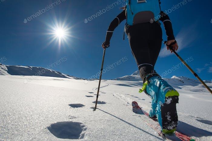 Wandern mit Wandern mit Skitourensteigen mit Sealfellen in