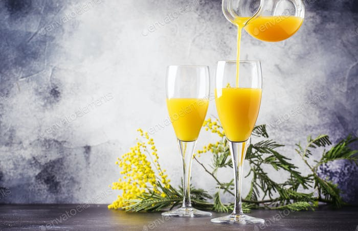 cocktail mimosa with orange juice