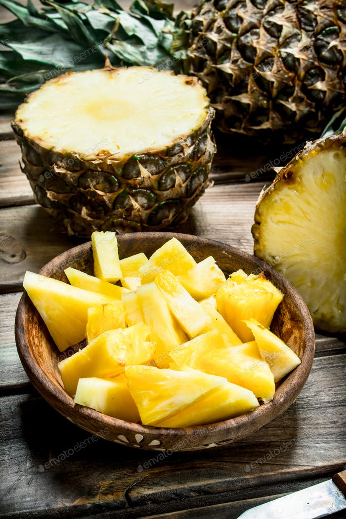 Pieces of ripe pineapple in a bowl.