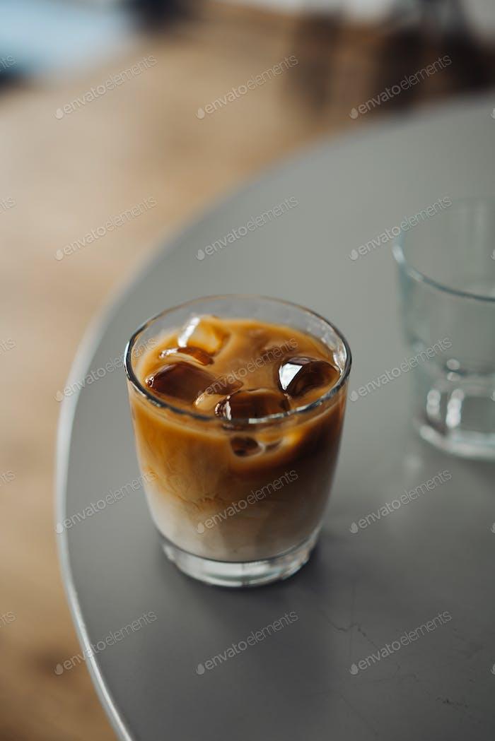 Стакан холодного кофе