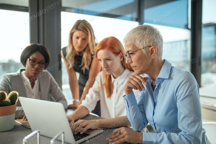 Erfolgreiche Frauen im Geschäft