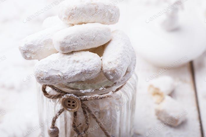 Vanilla cookies in powdered sugar