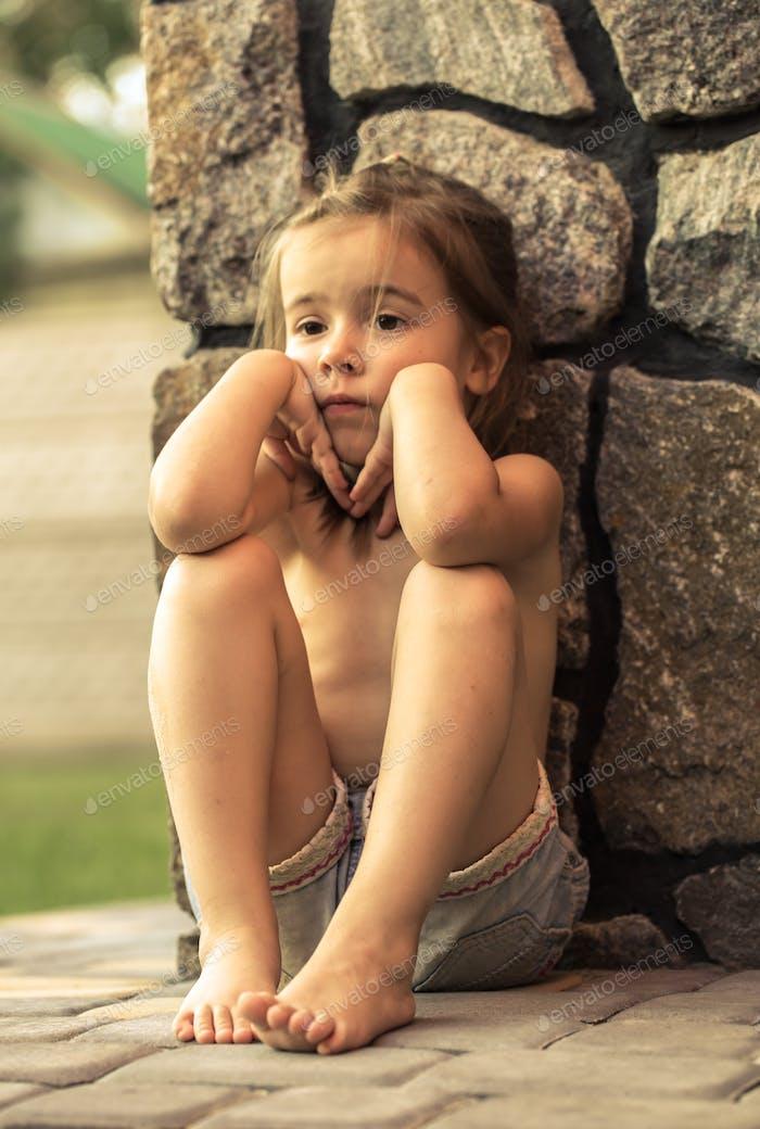 traurig kleines Mädchen