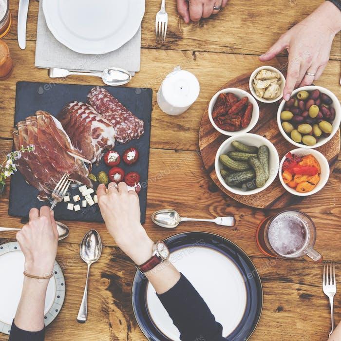 Gruppe von Menschen Speisekonzept