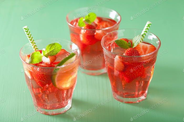 Sommer-Erdbeer-Limonade mit Limette und Minze