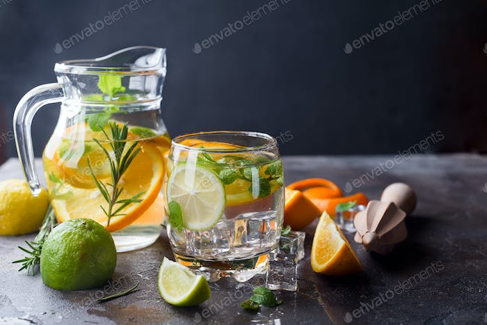 Citrus lemonade with mint