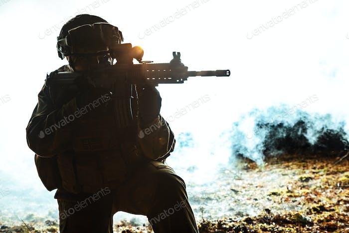 Schwarze Silhouette des Soldaten