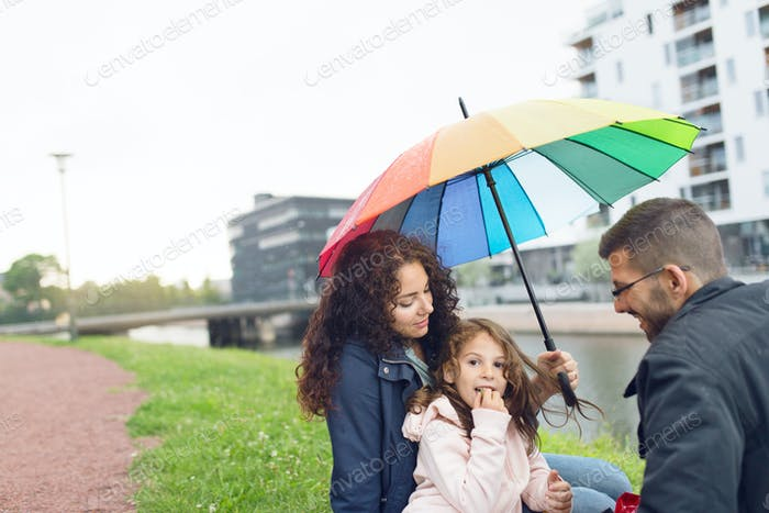 Parents with daughter (4-5) at picnic in town