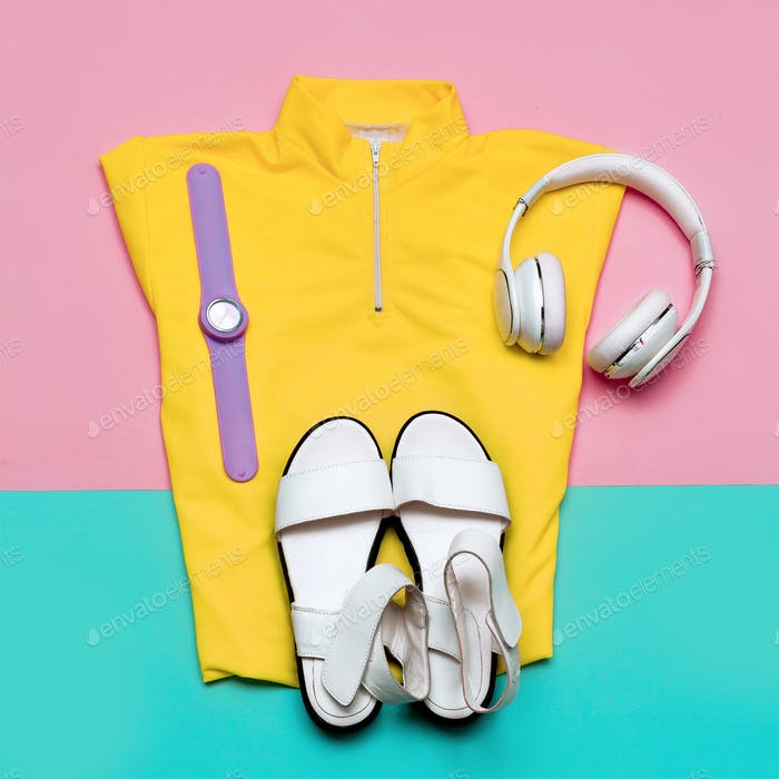 Headphones and a bright T-shirt Urban Minimal Outfit