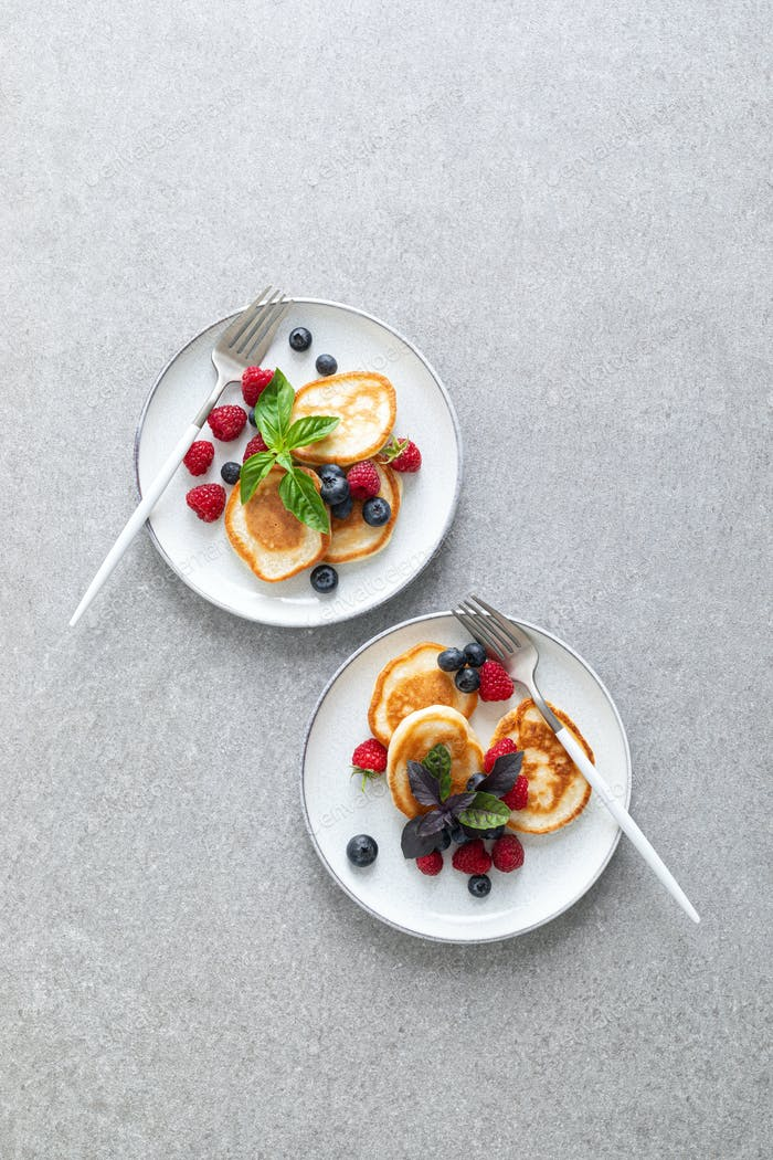 Pancakes with fresh blueberry and raspberry
