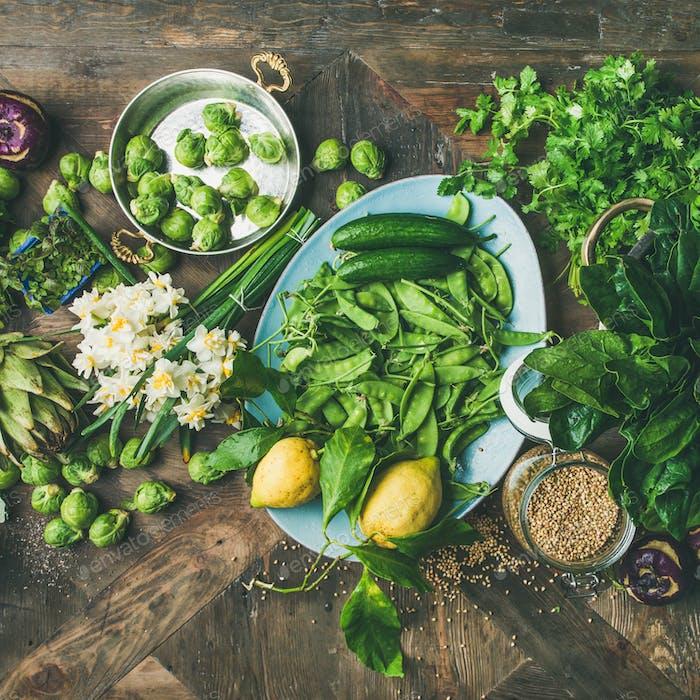 Frühling gesunde vegane Lebensmittel Kochen Zutaten, Holzhintergrund, quadratische Ernte
