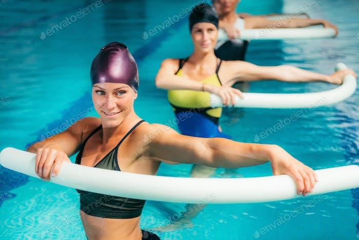 Aqua Aerobic Training im Wassersportzentrum.