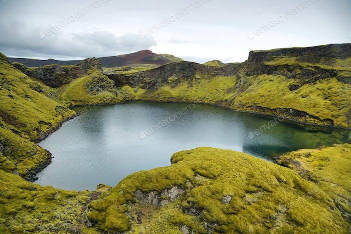 Tjarnargigur crater lake