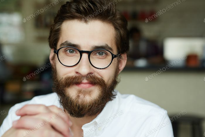 Mitarbeiter in Brillen