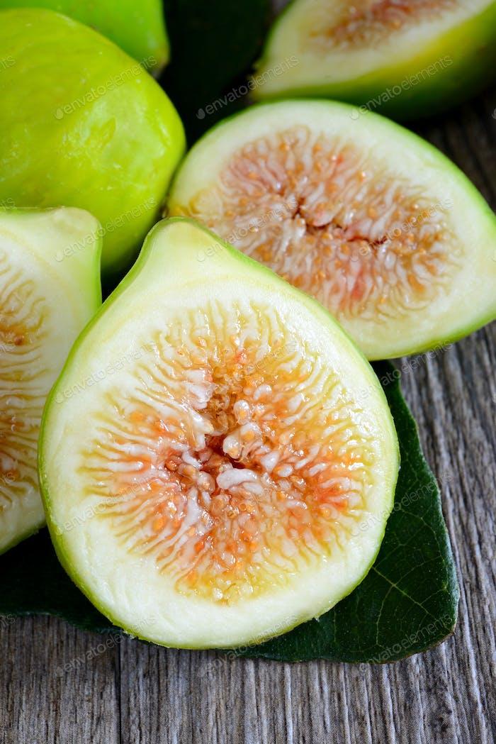 figs sliced