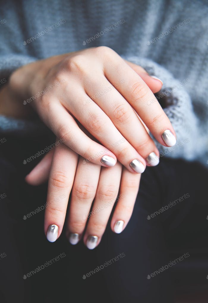 Stylish gray manicure with overflowing! Fashion, hands, fingers
