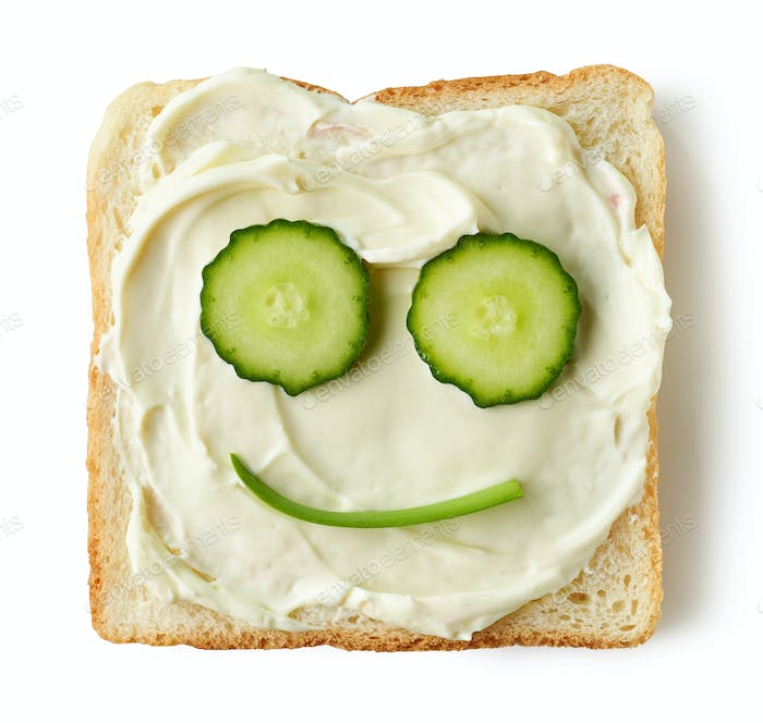 toasted bread with cream cheese and cucumber