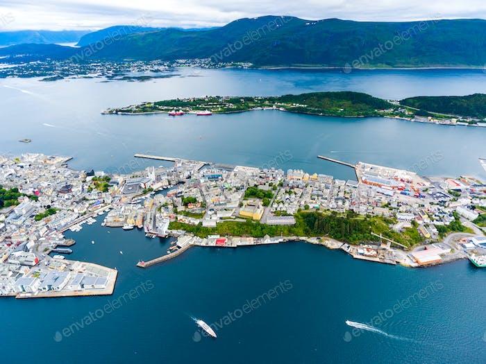 Stadt Alesund Norwegen Luftaufnahmen