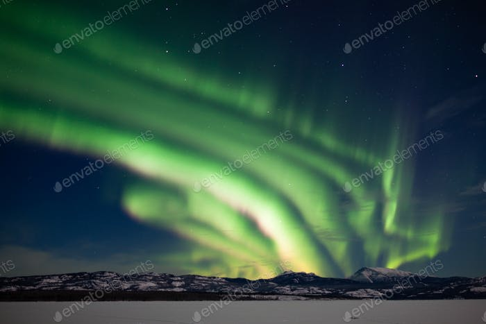 Tanzende Aurora borealis Nordlichter