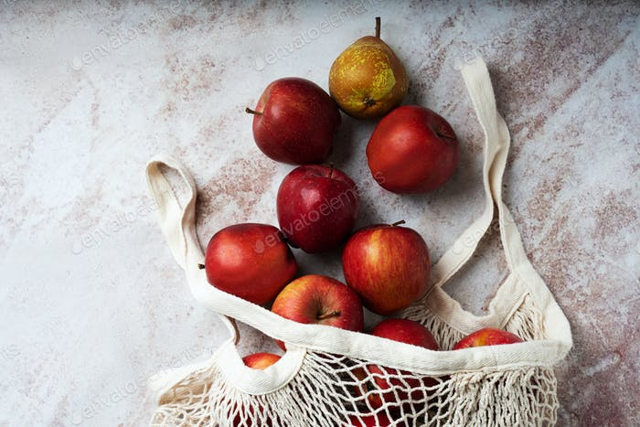 Apples starking in the mesh bag