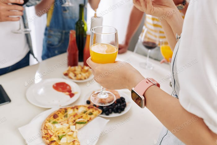 Having juice and pizza at party